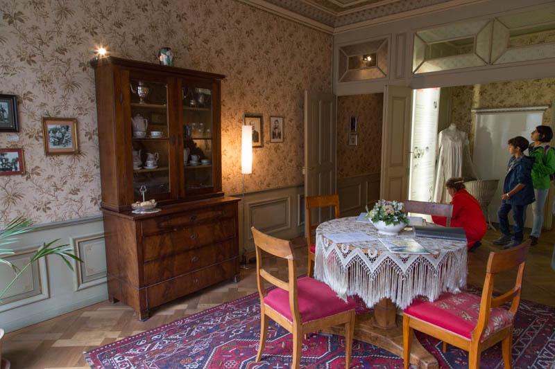 Einstein apartment